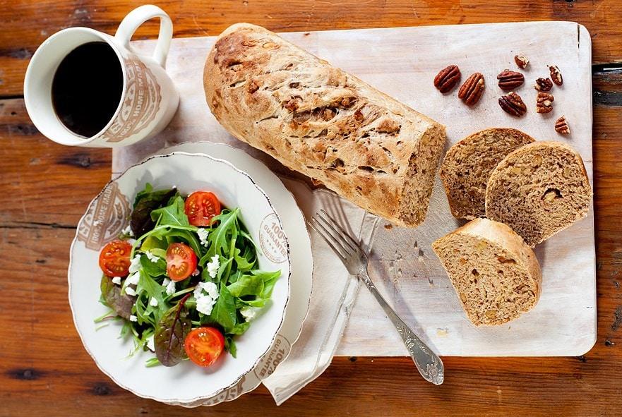 לחם אגוזים כפרי
