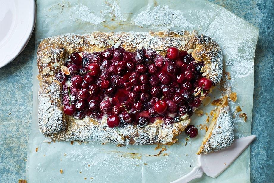 עוגת שמרים דובדבנים